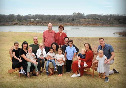 Holtomu ģimenes adopcijas stāsts