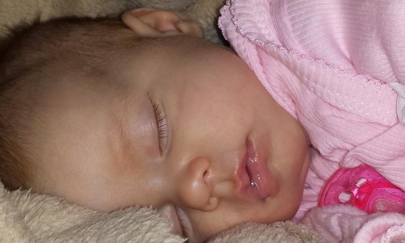 Kas jāzina par jaundzimušā miegu un nemieru jaunajiem vecākiem