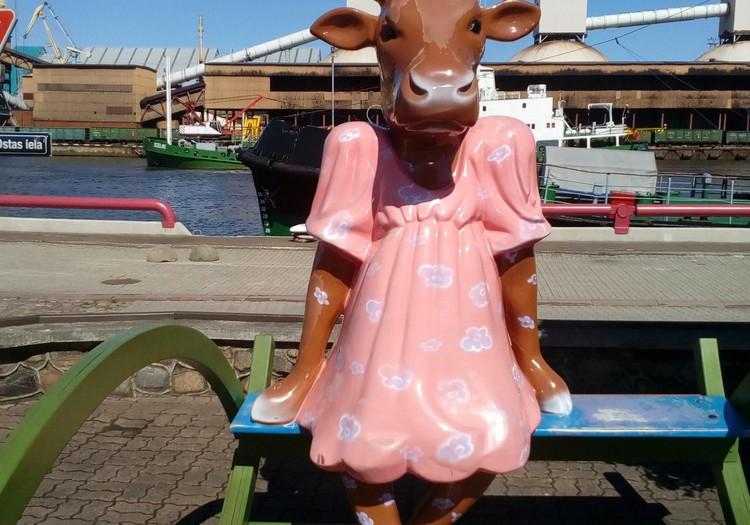 Ventspils: puķes, strūklakas un govis