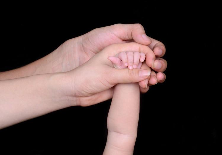 Nesvied bērnu gaisā un nekrati: sekas var būt letālas!