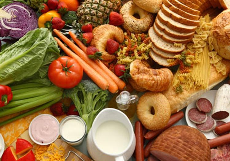 Ģimenēm visā Latvijā dalīs pārtikas pakas
