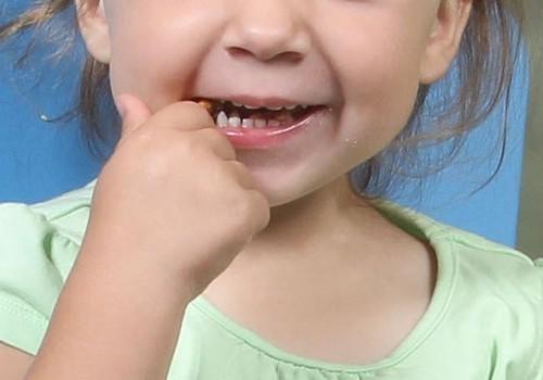 Kā iemācīt bērnam izspļaut zobu pastu?