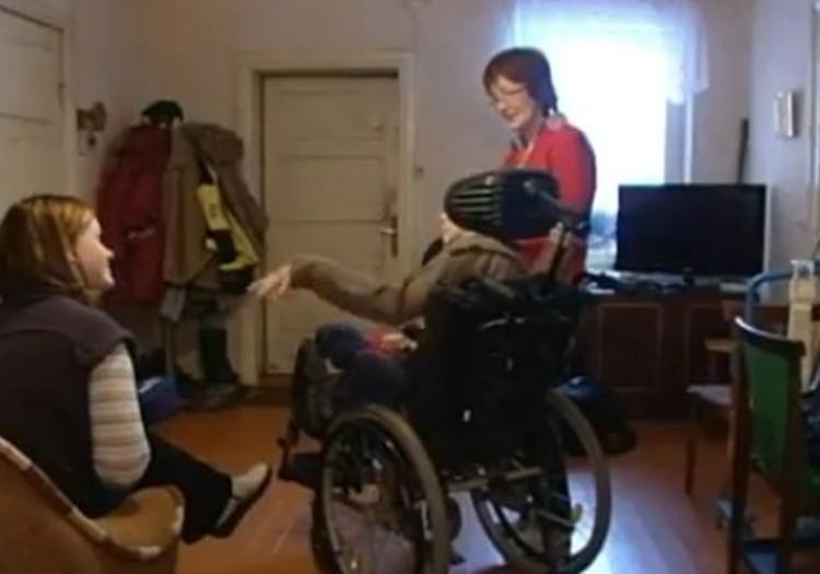 Kā klājas invalīdu bērniņu vecākiem? LTV sižets