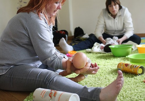 PIEKTDIEN Hendlinga nodarbība Māmiņu Klubā kopā ar fizioterapeiti Klaudiju Hēlu