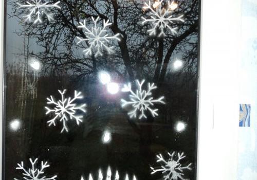 Turpinām radoši apgleznot logus