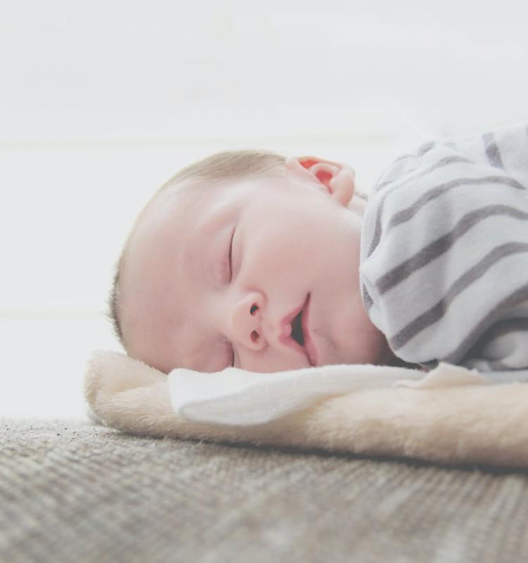 Kāpēc bērns no rītiem agri ceļas?