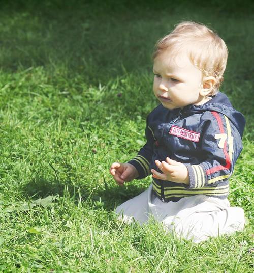 Ko vasarā mazulim vilkt kājās?