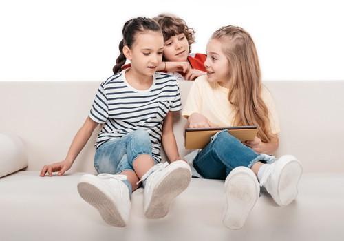 Bērns redzējis biedējošu saturu internetā - kā rīkoties?