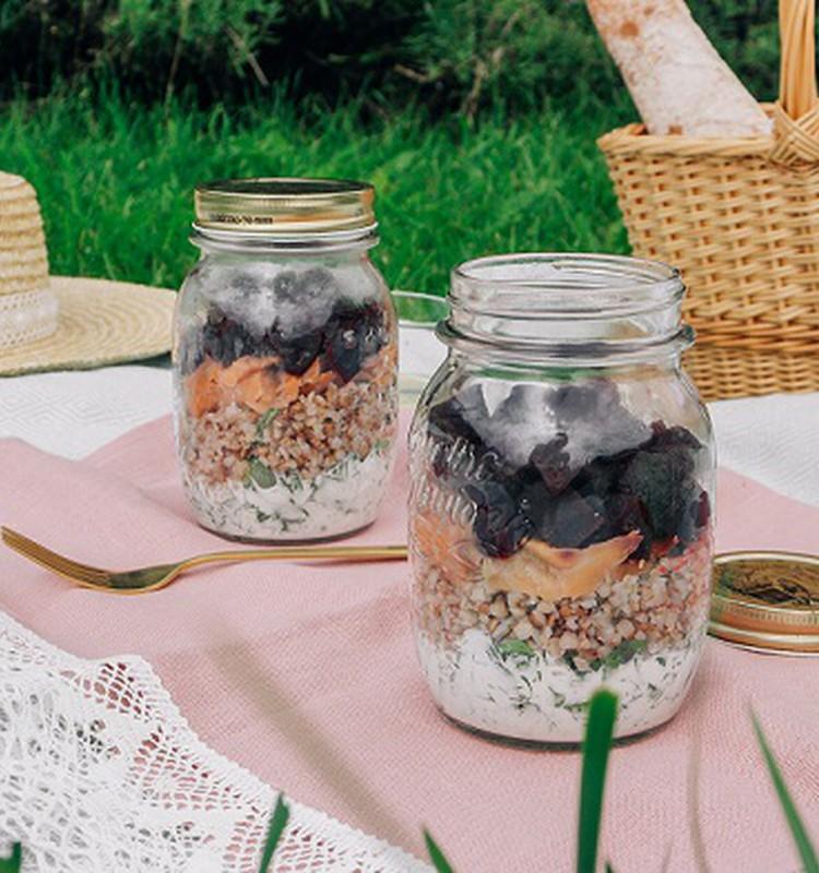 Trīs idejas maltītēm, kuras ērti pagatavot dabā