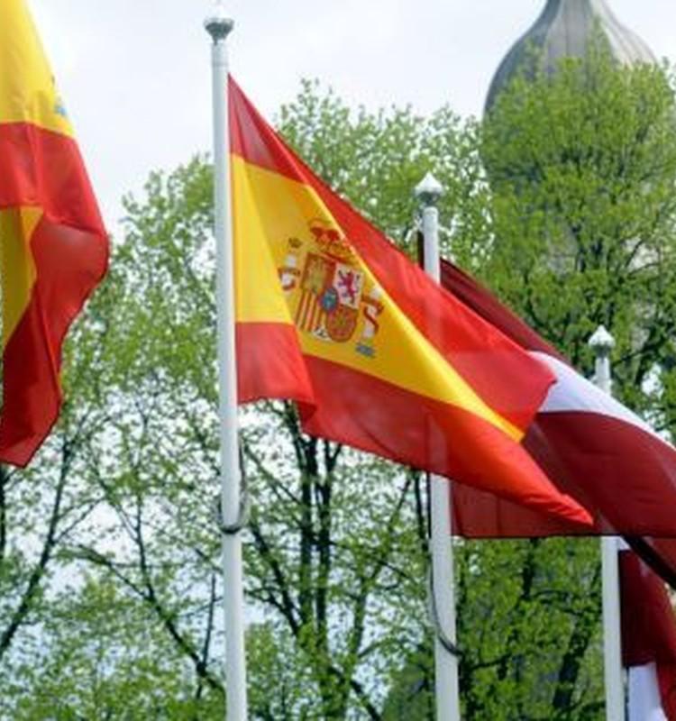 Spānijā slēpjas no vīra!