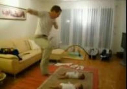 Video: tētis dejo ar bērniem