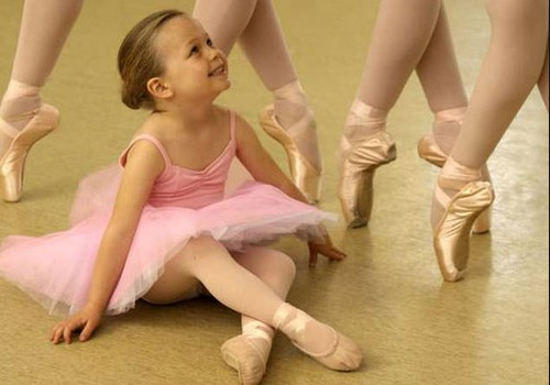 Bērns dejošanas pulciņā