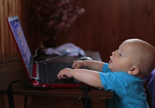 Viedierīču lietošanas paradumi, to saistībā ar miegu un vispārējo attīstību bērniem 6 līdz 36 mēnešu vecumā