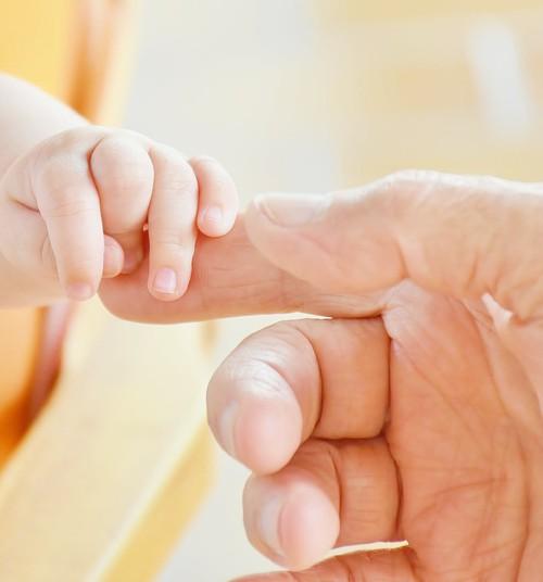 Rotaļas mazuļa pirkstiņu veiklības attīstīšanai