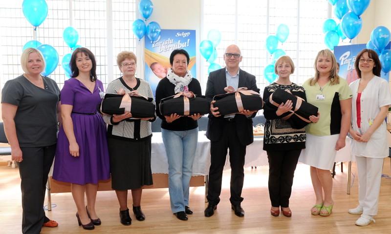 Selga akcijas noslēgumā 5 Latvijas slimnīcām sagādāta jauna mazuļu sirdspukstus kontrolējoša aparatūra