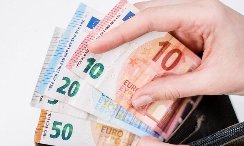 Šodien sāk izmaksāt 500 eiro atbalstu par katru bērnu