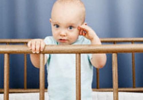 Kāpēc bērns sit galvu pret priekšmetiem?