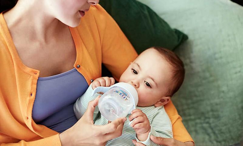 Padariet bērnam vieglāku dzeršanu no krūzītes: MĒNEŠA produktu testi!