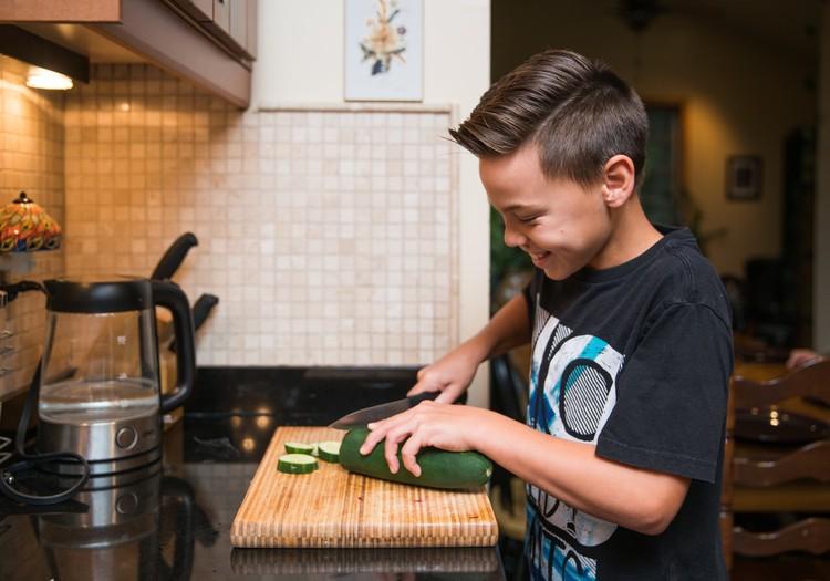 Kam jābūt ledusskapī, ja bērns paliek mājās viens?