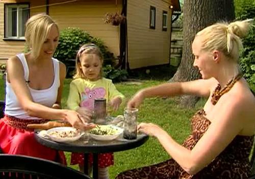 VIDEO: svinam Līgo svētkus ar topošo Superbēbīša ģimeni
