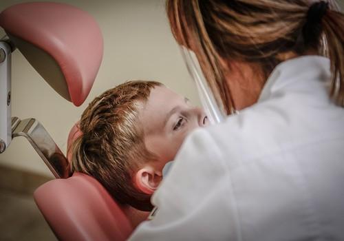 Bērns baidās no ārstiem? Ieteikumi, kā mazināt bailes