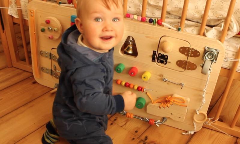 Mammu Bizness: Iepazīsties ar fantastisko attīstošo rotaļlietu - Little Ben's Board!