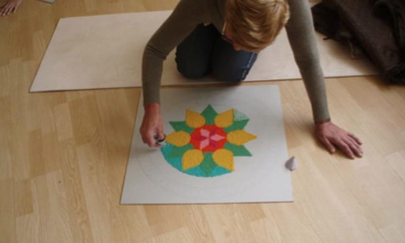 Tikai Māmiņu Klubā: krāsaino smilšu mandalu veidošanas seminārs 21.martā