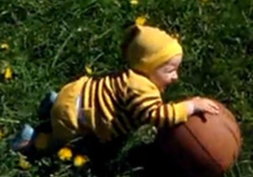 Jautrākais mazuļu video: Dainis ar bumbu!