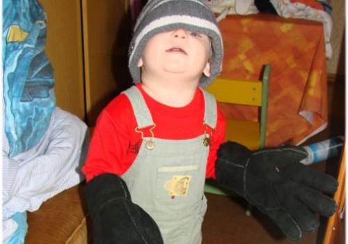 Pirmsskolnieku klubiņš: Armanda amizantā ģērbšanās