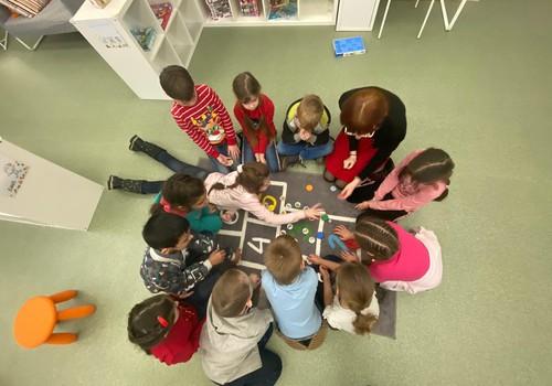 Jau trīs gadus Latvijā darbojas TOY rotaļlietu centri - bibliotēkas