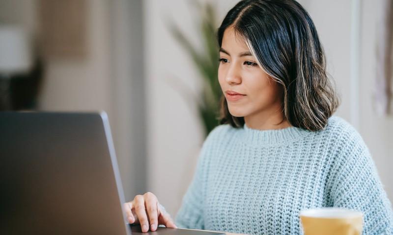 Vēl tikai pāris dienas sievietes aicinātas pieteikties bezmaksas tiešsaistes apmācībām vispasaules projektā Work inTech