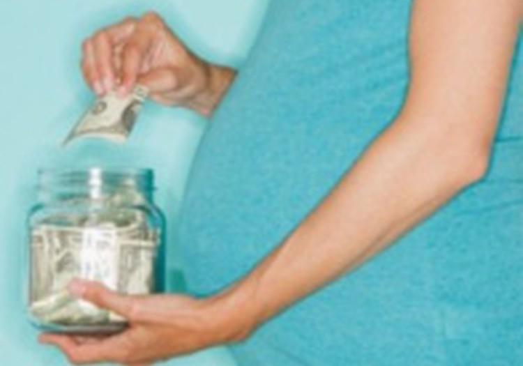 Igaunijas vadība apstiprinājusi likumprojektu par māmiņu algu griestu palielināšanu