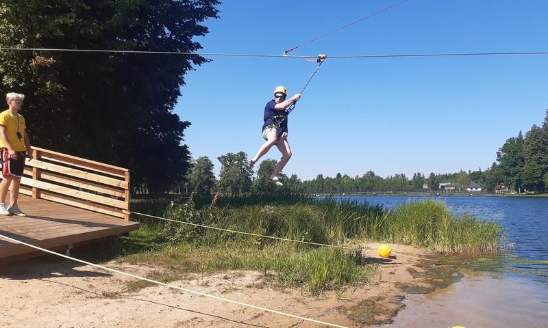 """Vasaras gids: Zip-line """"ZZZIPPP"""" Alūksnē un atpūta pie Alūksnes ezera."""