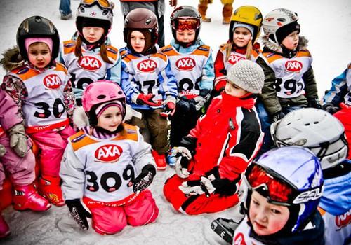Vēl brīvas vietiņas uz uz bezmaksas AXA bērnu slēpošanas skoliņu: pievienojies