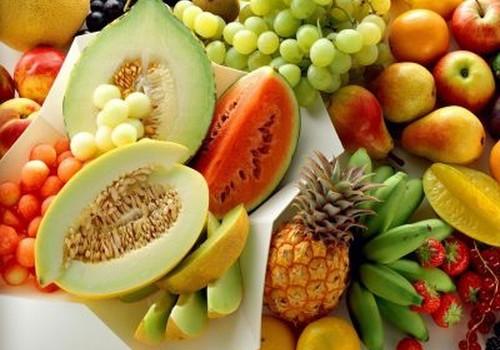 Augļi un dārzeņi taukainai māmiņas ādai