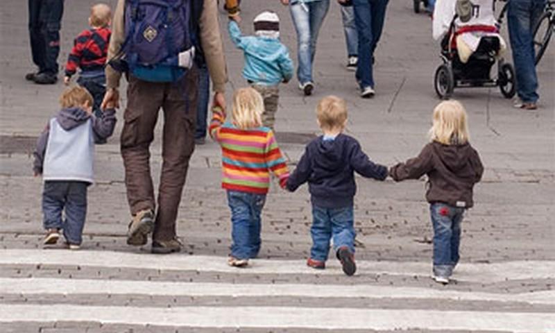 Bērniem uz skolu būs jāiet no sešu gadu vecuma