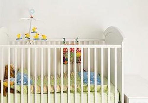 Māmiņa lūdz palīdzību: lūgums uzdāvināt dvīņu ratiņus un gultiņu!
