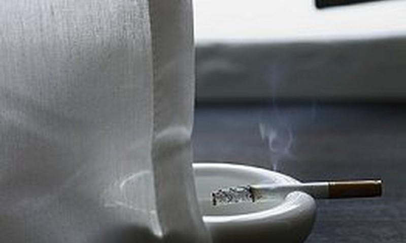 Ārstu biedrība iesaka izskaust smēķēšanu bērnu un grūtnieču klātbūtnē