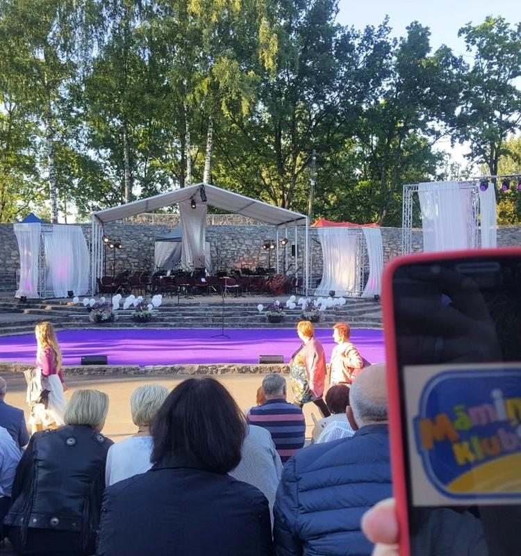 Uz Operetes festivālu atjaunotajā Ikšķiles estrādē