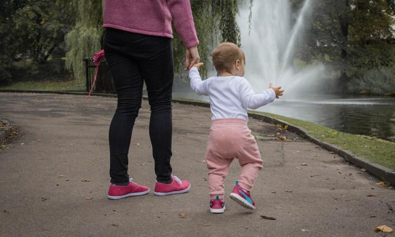 Mammu, tēti, attā! Es skrienu!