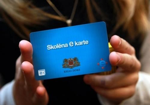 """Rīgas 1., 5. un 10. klašu skolēnu vecākus aicina pieteikties """"Skolēnu e kartei"""" elektroniski"""
