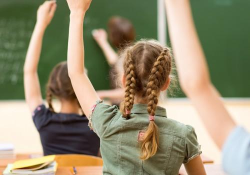Klātienes mācību uzsākšanai nosaka obligātu skolēnu testēšanu