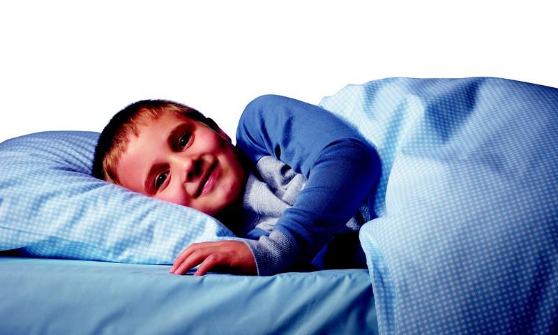 Kā bērnudārzniekam paskaidrot, KĀPĒC viņš slapina gultiņā