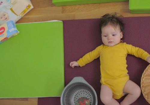 Bērniņa attīstība pirmajā dzīves gadā: 4. mēnesis