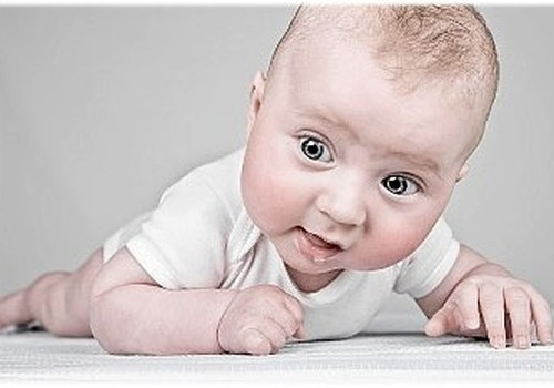JOHNSON'S® Baby eļļa: droša un klīniski apstiprināta formula