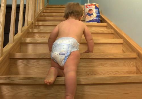 """VIDEOstāstu sērija - """"21.gadsimta mazuļi"""". Rāpjamies pa kāpnēm!"""