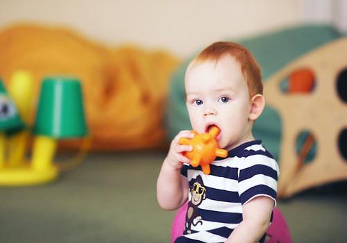 Kā mainās mazuļa hendlings, kad klāt ir rāpošanas vecums?