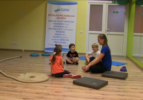 VIDEO: Kā vingrošana var palīdzēt bērnam ar stājas problēmām