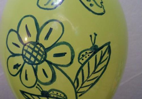 Radošie zīmējumi uz baloniem