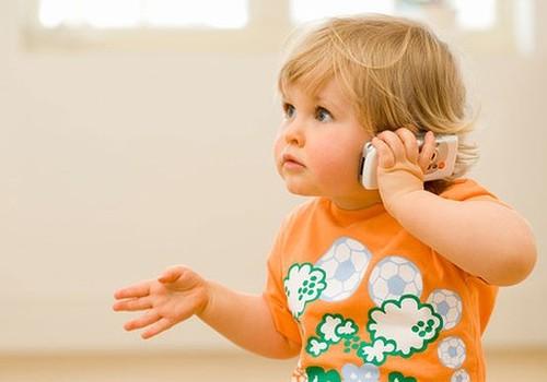 Taivānā sodīs vecākus, kuru bērni pārāk ilgi lieto mobilās ierīces